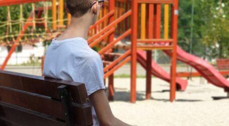 Povestea dureroasă a lui David, un copil din Zalău care mâine începe școala