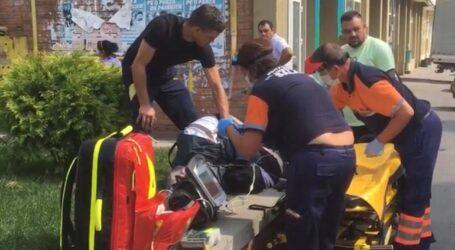 JOS PĂLĂRIA! Un tânăr din Zalău a salvat o persoană inconștientă, căzută pe stradă