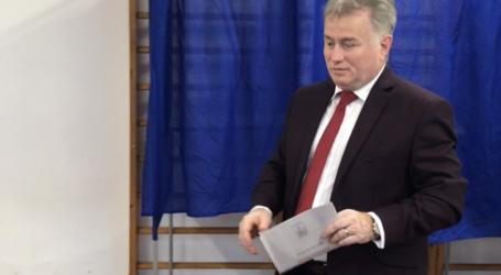 Ionel Ciunt, cel mai matinal politician care iese la vot. Și Cioloș votează în Zalău
