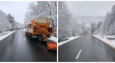 Mobilizare exemplară a autorităților pentru deszăpezirea drumului județean dintre Cizer și județul Cluj, după ce a nins abundent