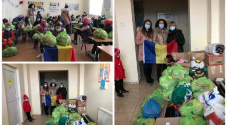 44 de copii dintr-un sat din Sălaj au primit o dubă plină cu alimente, haine și jucării