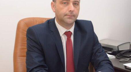 """Florin Florian, inspector șef județean al Inspectoratului de Stat în Construcții urează tuturor doamnelor și domnișoarelor """"La mulți ani"""""""