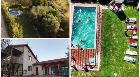 Căsuța cu piscină din inima pădurii. Cea mai spectaculoasă pensiune din Sălaj