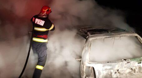 FOTO. O mașină a ars ca o torță pe drumul dintre Crasna și Zalău