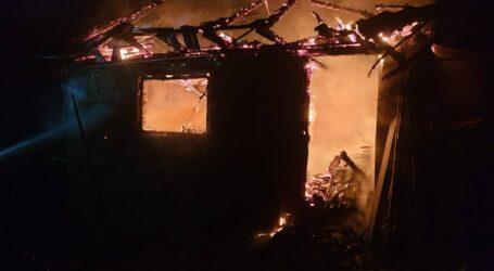 FOTO. Incendiu devastator la o gospodărie din comuna Sălățig