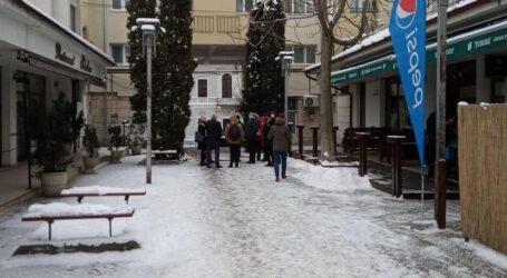 """Haz de necaz: Primăria a """"inaugurat"""" primul derdeluș din centrul Zalăului"""