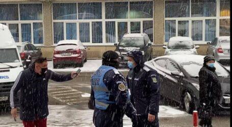 VIDEO. Incident la protestul din Zalău – un om de afaceri, susținător al AUR, nu a fost lăsat de Jandarmerie să protesteze