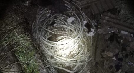 Trei hoți, prinși în flagrant de polițiști în timp ce furau 160 de metri de cablu din cupru din Zalău