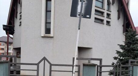 """""""Atenție, biserică!"""" USR îl critică pe Ciunt pentru proasta amplasare a unor indicatoare rutiere"""