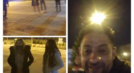 Mai mulți tineri protestează în centrul Zalăului împotriva noilor restricții