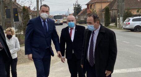 VIDEO. Ministrul Dezvoltării a vizitat comuna Vârsolț și a lăudat investițiile administrației locale