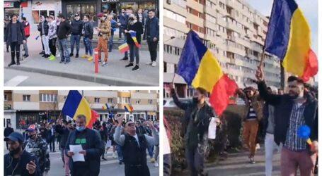 VIDEO. Peste 150 de persoane protestează în centrul Zalăului împotriva noilor restricții