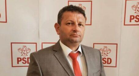 """Consilierul local din Șimleu Silvaniei, Cristian Opriș urează tuturor doamnelor și domnișoarelor """"La mulți ani"""""""