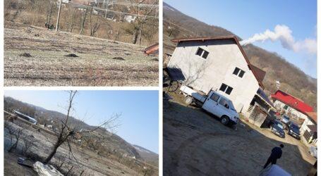 Intervenție dificilă a pompierilor la un incendiu în comuna Bălan – au mers pe jos la casa ce arde din lipsa unui pod peste valea din localitate
