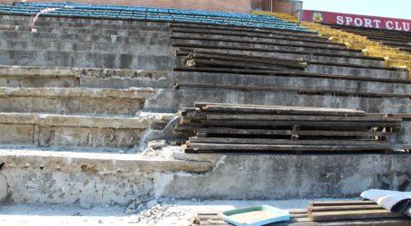 A fost demolată o parte din tribuna Stadionului din Zalău