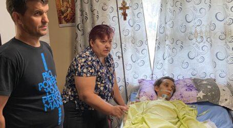 Semne BUNE: copilul din Cristolț grav bolnav a fost vizitat de doi doctori specialiști de la Spitalul din Zalău. S-au strâns și donații IMPORTANTE