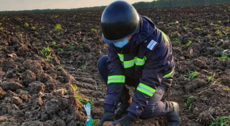 Un localnic din Hurez a descoperit muniție neexplodată pe un câmp din sat