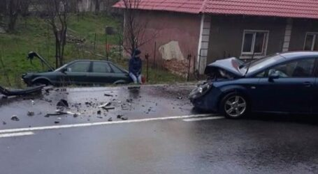 FOTO. Accident în Surduc – o șoferiță de 21 de ani a ajuns la spital