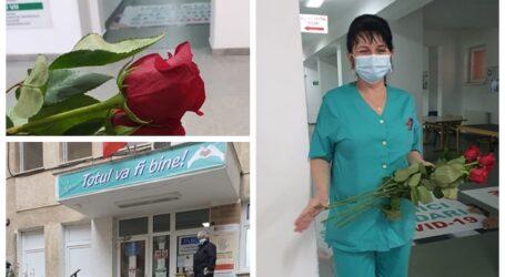 Flori pentru salvatori – Diaspora Europeană a oferit trandafiri cadrelor medicale care luptă cu COVID-19 în Spitalul Zalău