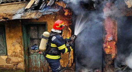 Un sălăjean a fost grav rănit într-un incendiu, după ce a aprins focul cu benzină