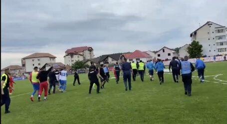 VIDEO. Bătaie generală la meciul Zalău – Dej. Au intervenit jandarmii