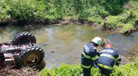 Accident în Jibou: o persoană s-a răsturnat cu tractorul în vale
