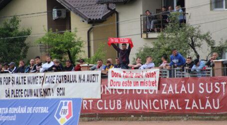 Galeria lui SCM Zalău, mesaje DURE împotriva conducerii. De la ce a pornit scandalul între fani și liderii Pop și Țârle