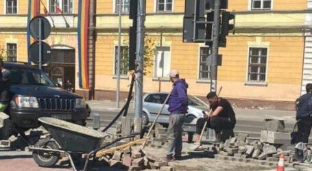 Lucrări de mântuială?!  Un trotuar din centrul Zalăului a fost refăcut de 2 ori într-un singur an