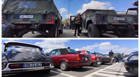 Paradă a mașinilor de epocă, în parcare la complexul comercial din Zalău