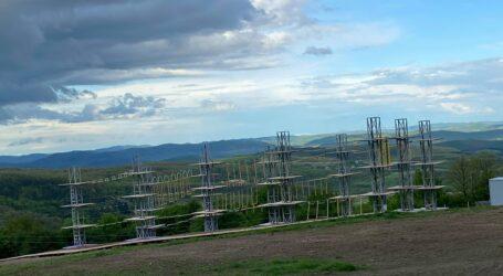 VIDEO. Lângă Zalău, pe Meseș, s-a construit un parc de aventură cu tiroliană și jocuri de cățărare