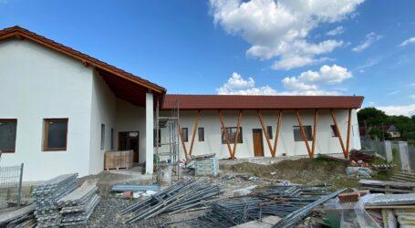 INEDIT! Într-un sat din Sălaj, un complex comercial a fost transformat în grădiniță modernă