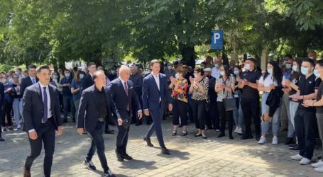 VIDEO. Premierul Cîțu, alături de Cristian Lazăr, baie de mulțime în Șimleu Silvaniei
