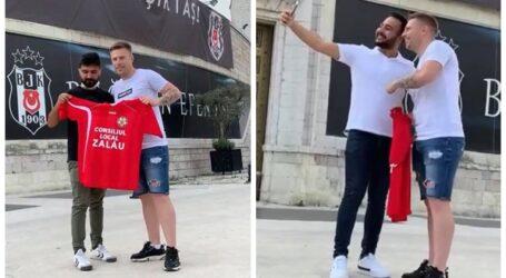 VIDEO. George Zima, antrenorul de la SCM Zalău, a întreținut atmosfera cu câțiva fani ai lui Beșiktaș în Turcia