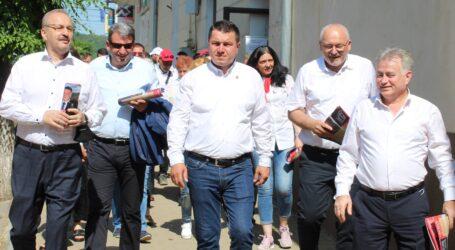 Romeo Sabou, susținut de Vasile Dîncu, Florian Neaga, Ionel Ciunt și Dan Ghiurco