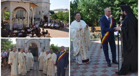 """Zi de mare sărbătoare la Biserica """"Sfânta Treime"""" din centrul Zalăului"""