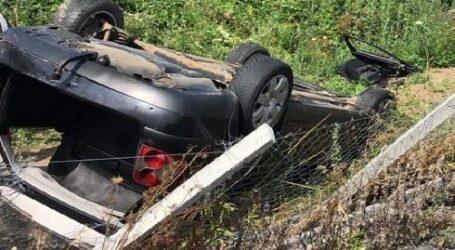 Accident pe drumul spre Treznea: un autoturism s-a răsturnat în curtea noului parc de aventură de pe Meseș