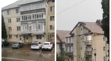VIDEO. Furtuna a distrus mai multe acoperișuri de blocuri din Jibou