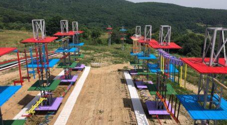 Cum arată parcul de aventură de pe Meseș cu tiroliană și pârtie de tubing
