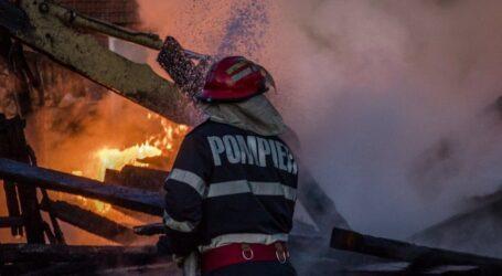 O casă din Măeriște a luat foc, după ce a fost lovită de trăsnet