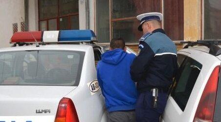 Trei adolescenți prinși la furat acumulatori auto din Zalău