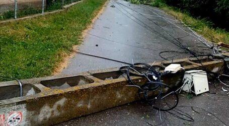 VIDEO. Stâlp de electricitate, rupt de furtună în comuna Măeriște