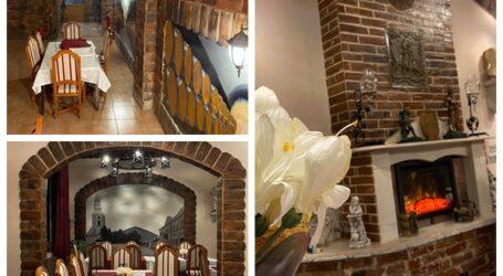 """În Jibou se deschide cel mai inedit restaurant din Sălaj. Localul are specific medieval și este decorat cu picturi care """"se plimbă"""" după tine prin încăpere"""