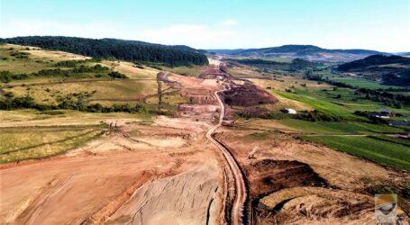 4 alunecări de teren pe șantierul Autostrăzii Transilvania, la Zimbor