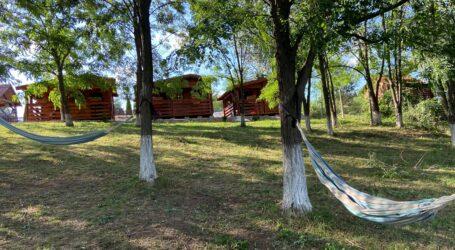 Descoperă locul de camping din Sălaj unde poți petrece o aventură în natură la un preț de neratat (120 lei/noapte)