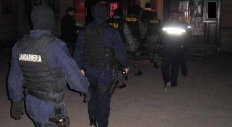 Nuntă cu scandal în Crișeni. Un petrecăreț a sărit la bătaie și a avariat o mașină