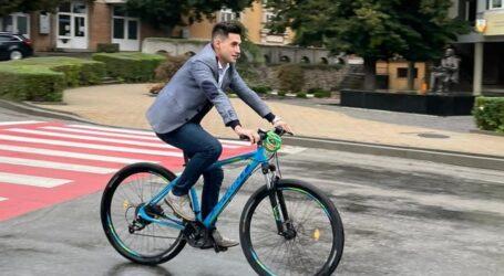 Primarul din Șimleu Silvaniei a mers cu bicicleta la muncă pentru a încuraja reducerea poluării