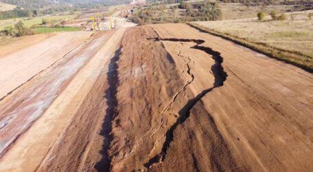 VIDEO. O nouă alunecare de teren pe șantierul Autostrăzii Transilvania, sectorul din Sălaj