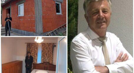 JOS PĂLĂRIA! Profesorul Ioan Leitan a construit din DONAȚII o casă nouă unui bărbat amărât și bolnav din comuna Măeriște